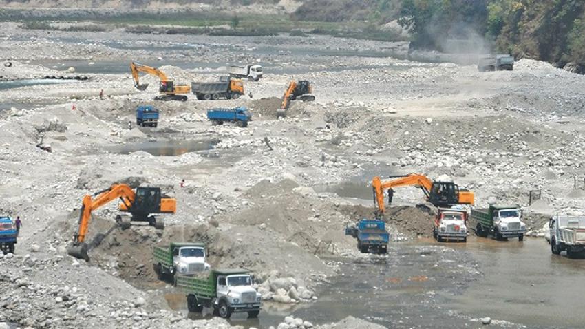 निर्माण व्यवसायीसँग विवाद हुँदा नदीजन्य पदार्थको चरम अभावः विकास निर्माण प्रभावित
